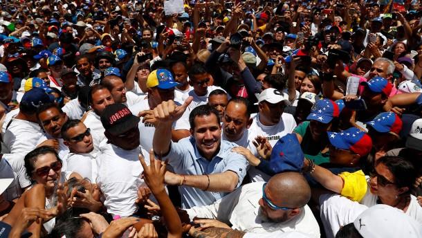 Maduro-Gegner demonstrieren in mehr als 300 Städten