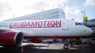 Ein Laudamotion-Airbus auf dem Flughafen Düsseldorf.
