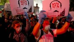 Polizei geht wieder gegen Demonstranten vor