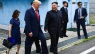 Beim kurzen Treffen in der demilitarisierten Zone zwischen den zwei Koreas ist für Kim jetzt sogar eine Einladung ins Weiße Haus herausgesprungen.