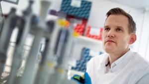 "Virologe Streeck hält Shutdown für ""zu früh"""