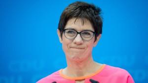 Kramp-Karrenbauer hält radikale AfD-Anhänger für unerreichbar