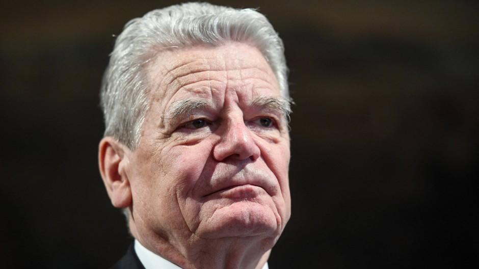 Joachim Gauck blieb bei dem Zwischenfall unverletzt.