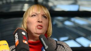 Claudia Roth fordert Boykott der Bundesregierung