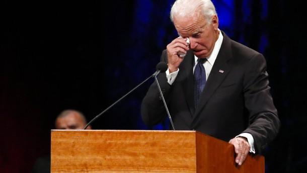 """Joe Biden würdigt verstorbenen McCain als """"Giganten"""""""