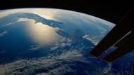 Der globale Schuldenberg ist hoch, aber aus dem Weltall noch nicht sichtbar.