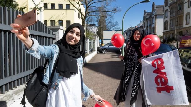 Sehnsucht der Zuwanderer: Dieses Land ist nicht deutsch genug!
