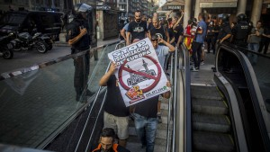 Zusammenstöße zwischen Rechten und Linken in Barcelona