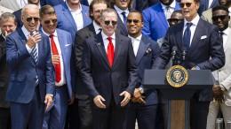 Football-Superstar Brady witzelt mit Biden über Trump