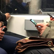 Ungeteilte Aufmerksamkeit – hier allerdings für das Smartphone