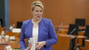 Aus der Koalition kommt jetzt Kritik an der Familienministerin