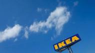 Hoch hinaus: Das Logo von Ikea