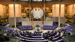 Der Bundestag gedenkt des Schicksalstages