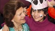 Schwedisches Königspaar besucht Flüchtlingsprojekt