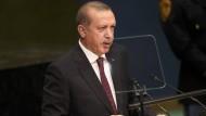 """Erdogan: """"Ich will nicht, dass ihr miteinander in einen Wettbewerb darum tretet, wer mehr Beamte entlässt. Ich will, dass ihr fair seid."""""""
