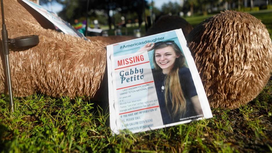 Fahndungsplakat der damals noch vermissten Gabby Petito: Mittlerweile ist klar, woran die 22-Jährige starb.