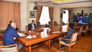 Ahmed Aboul Gheit, der Generalsekretär der Arabischen Liga (links) bei einem virtuellen Treffen der Staatenorganisation am 11. Mai