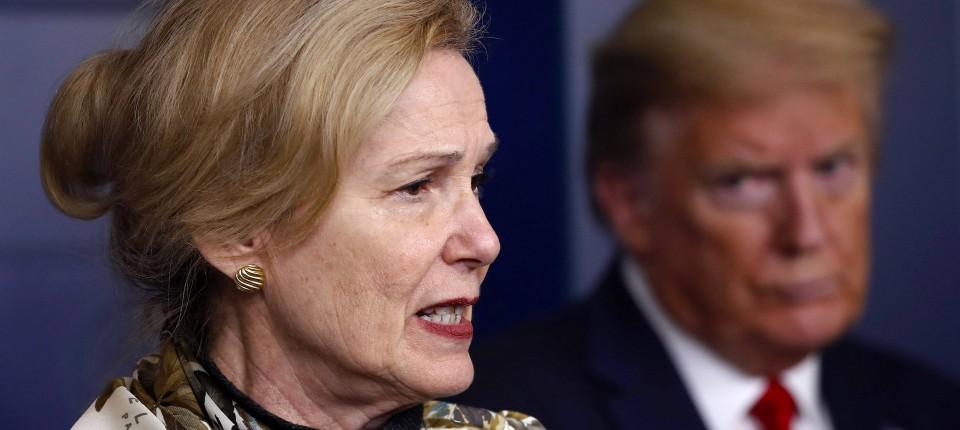 Ärztin Deborah Birx spricht vor dem ehemaligen Präsidenten Donald Trump