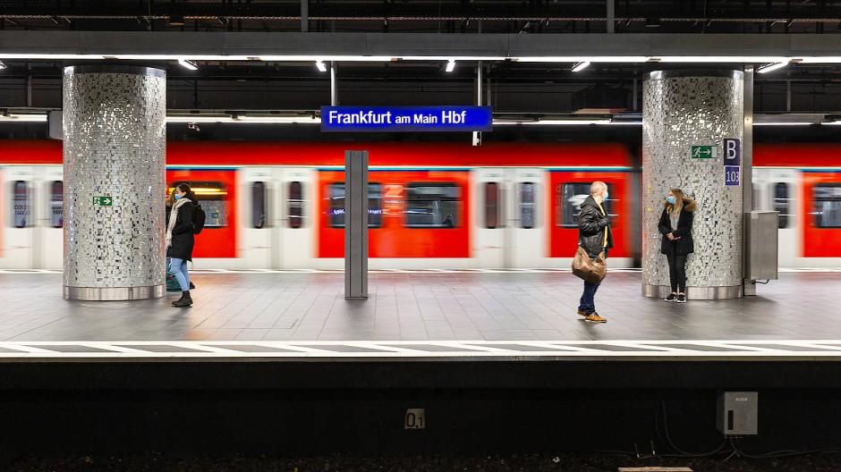 """""""Ein riesengroßes Anliegen"""": S-Bahnen im Ballungsraum sollen nach den Zielen des RMV künftig pünktlicher fahren."""