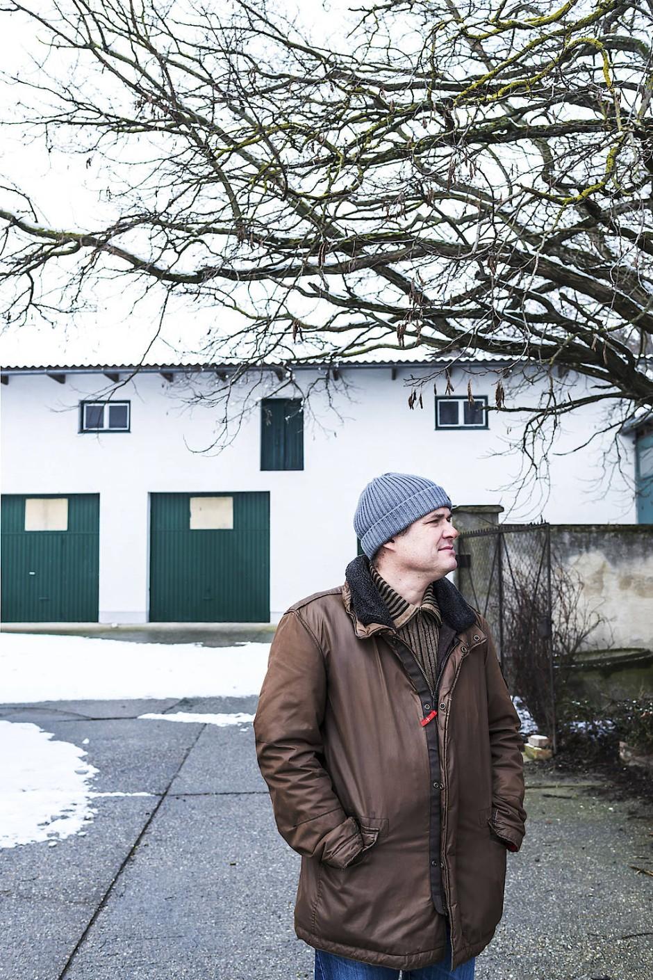 Der Bauer Leopold Ripfl auf seinem Hof.