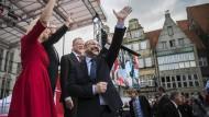 Gruß aus dem Umfragetief: Martin Schulz zusammen mit Manuela Schwesig, Carsten Sieling und Stephan Weil in Bremen