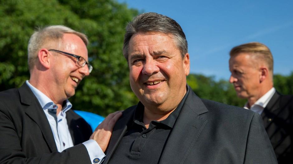"""""""Ein Fan von Sigmar Gabriel"""": Johannes Kahrs und der frühere Parteivorsitzende"""