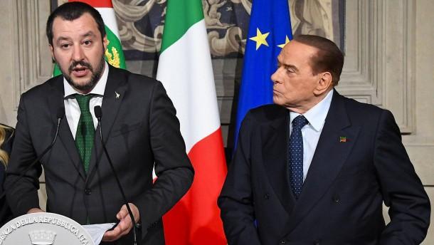 Fünf Sterne bestehen auf Austritt Berlusconis