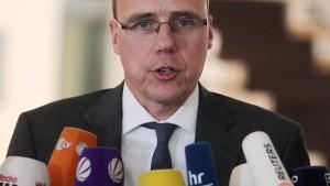Hessens Innenminister soll zu Polizeianweisungen befragt werden