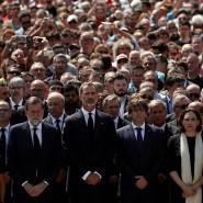 In der Trauer vereint: Spaniens Staats- und Regierungsspitze während einer Schweigeminute
