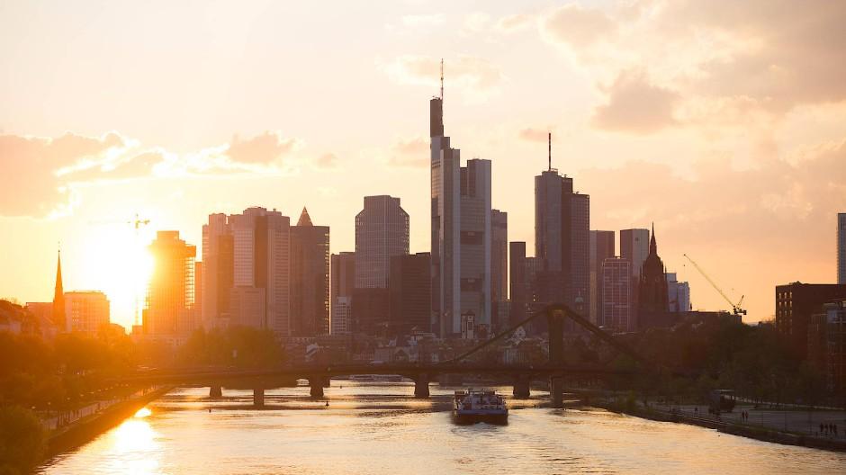 Frankfurts Skyline mit Commerzbank und Deutscher Bank