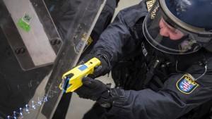 Ist der Taser zu gefährlich für den Polizei-Einsatz?