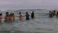 Menschenkette rettet Familie aus der Strömung