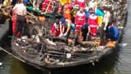 Mehr als 20 Tote nach Brand auf Fähre