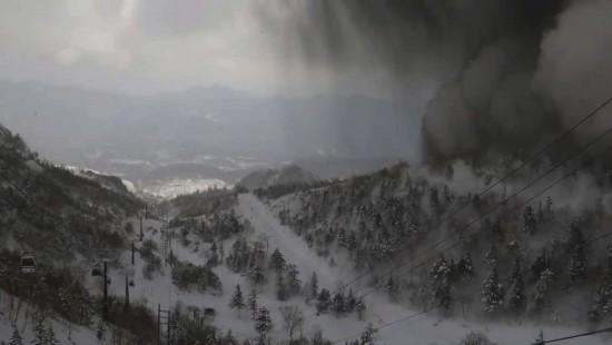 Vulkanausbruch im Skigebiet