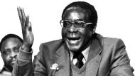 Robert Mugabe nach den erfolgreichen Unabhängigkeitsverhandlungen in London im Dezember 1979