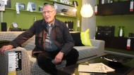 Ingvar Kamprad in einem seiner Möbelhäuser