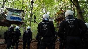 Polizei gegen Umweltschützer