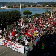 """Seit Mitte der Woche wird in der Stadt Hendaye an der französisch-spanischen Grenze ein """"Gegengipfel"""" anlässlich des G-7-Gipfels in Biarritz organisiert."""