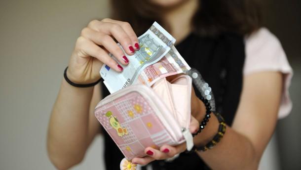 Jugendliche sparen jeden Monat 36 Euro