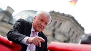 Seehofer: Obergrenze keine Koalitionsbedingung mehr