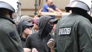Mehrere Verletzte bei G-7-Protest