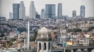 Neue Skyline für die alte Stadt: Die Bürotürme im Stadtteil Levent prägen Istanbul heute ebenso sehr wie die großen Moscheen und die Brücken