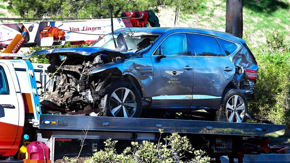 Der fast völlig zerstörte Wagen von Tiger Woods nach seinem Unfall Ende Februar.