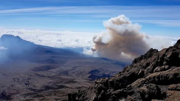 Brand am Kilimandscharo weitgehend eingedämmt
