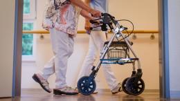 Streit über staatlich festgesetzte Pflegelöhne eskaliert