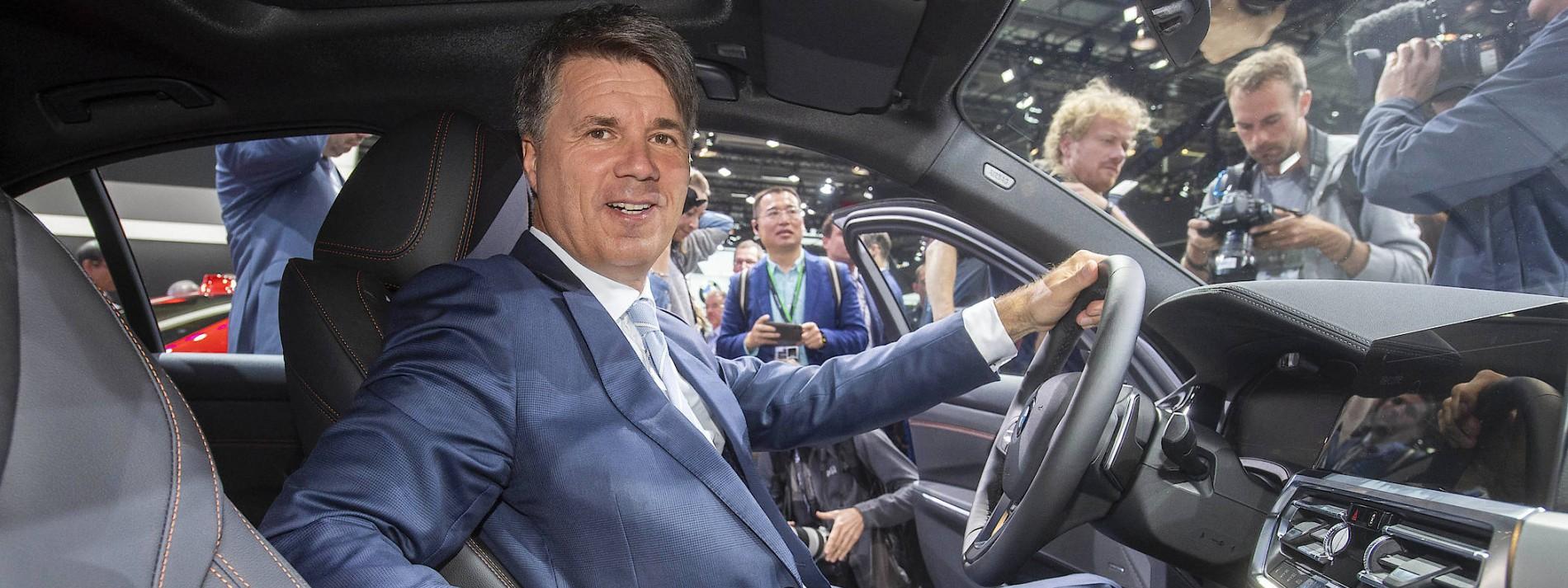 faz.net - Henning Peitsmeier, München - Autoindustrie: BMW spart komfortabel