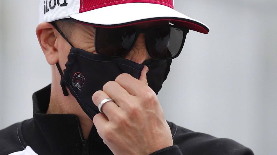 Macht sich häufig rar: Kimi Räikönnen versteckt hinter Brille und Maske