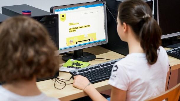 """""""Digitale Helden"""" gegen Online-Mobbing"""