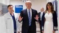 Trump besucht Überlebende nach Bluttat