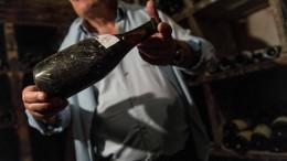 Alter Wein für 104.000 Euro versteigert